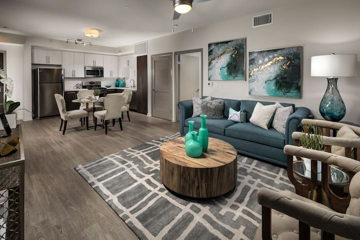 Professionally maintained apt | 2BR in Glendale