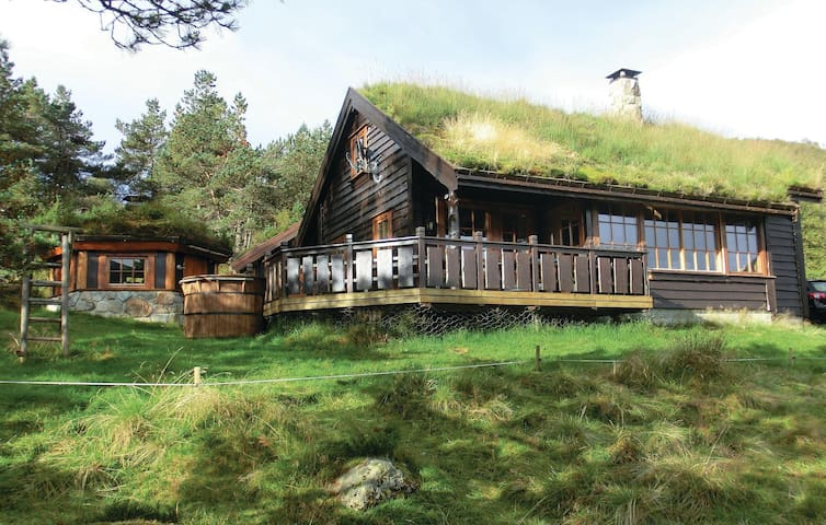 Holiday cottage with 4 bedrooms on 115m² in Dirdal