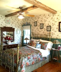 Romantic Private Cottage w/Jaccuzzi - Frenchtown