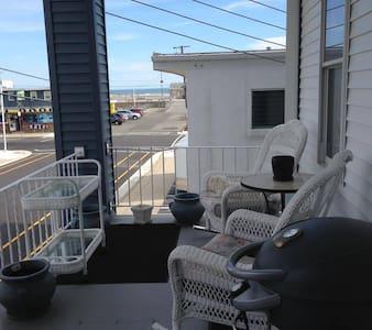 1 Bed (Queen), 1 Bath Apartment, Beach Block - Wildwood