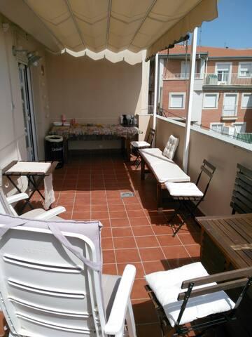 Apartamento con terraza - ซาลามันกา - อพาร์ทเมนท์