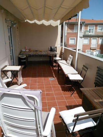 Apartamento con terraza - サラマンカ - アパート