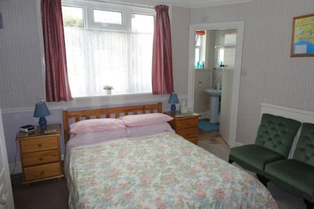 Great Value B & B Great Location Double Room - Bridport