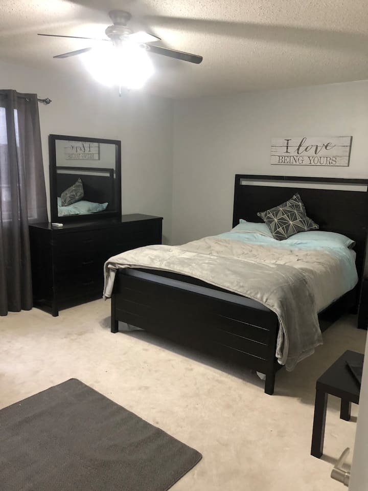 Private Master Bedroom •  Near UOIT • Free Parking