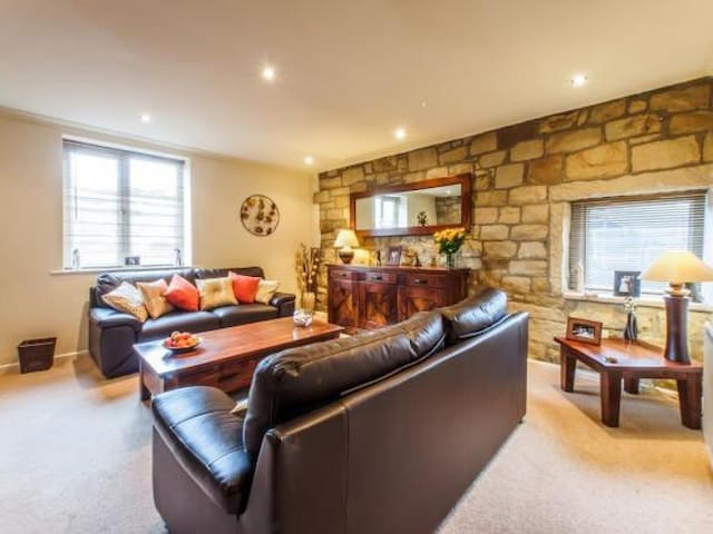 Luxury Flat, Open Water Swimming & Pennine Way - Walsden - Appartement
