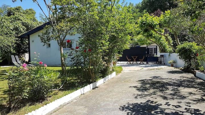 Studio avec terrasse et jardin