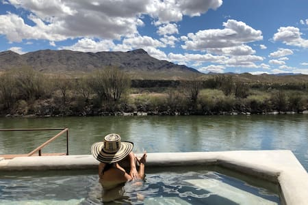 Riverside Hot Springs Private Retreat