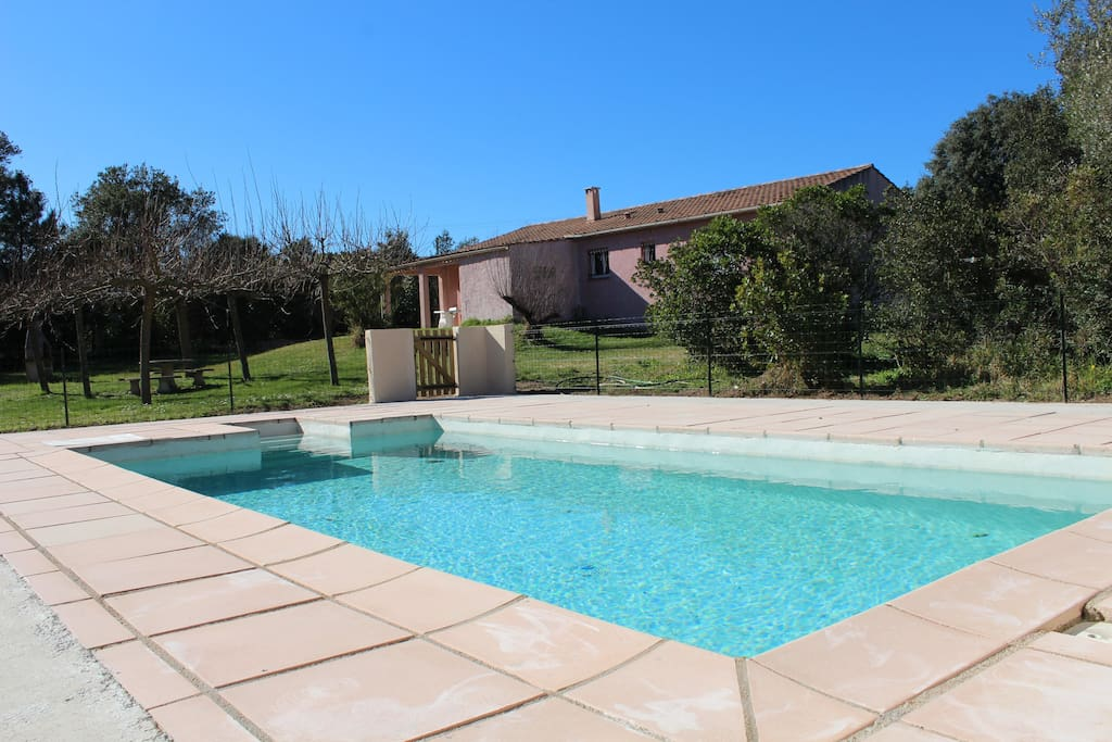 Villa climatis e piscine et jardin villas for rent in for La piscine translation