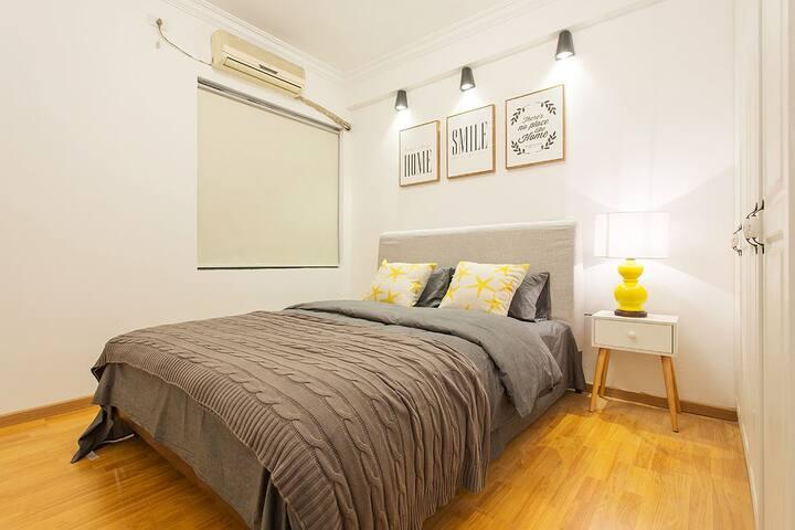 次卧-1.5米双人床,简洁但不单调的次卧