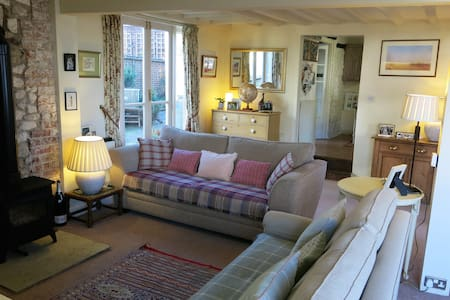 Charming old village property - Aldbourne - Casa