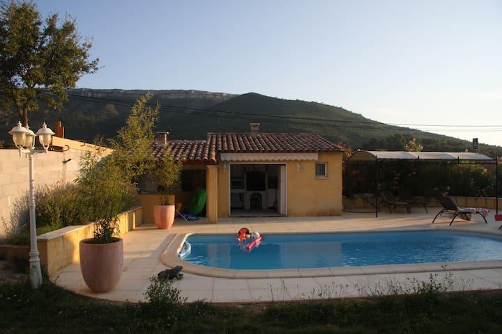 Jolie villa avec piscine à Pourcieux en Provence - Saint-Maximin-la-Sainte-Baume - วิลล่า