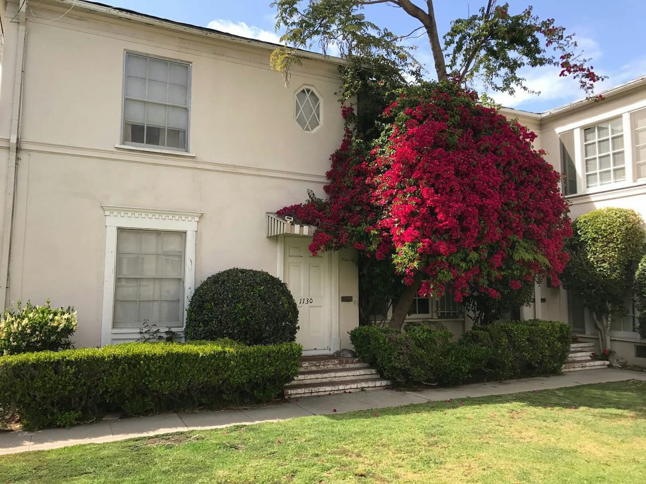 next to the largest Beverly Hills Park   walking distance to Rodeo Drive