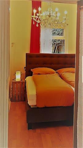 Slaapkamer met 2 persoons boxspring.Zoals beschreven..heerlijk slapen