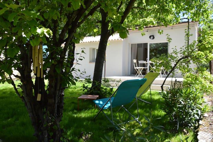 Charmante maisonnette indépendante à Goult Luberon