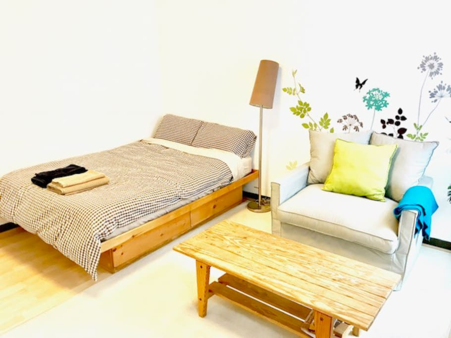 "Comfortable bed and sofa *Full size bed (54""x74"" / 138cm x 188cm)"