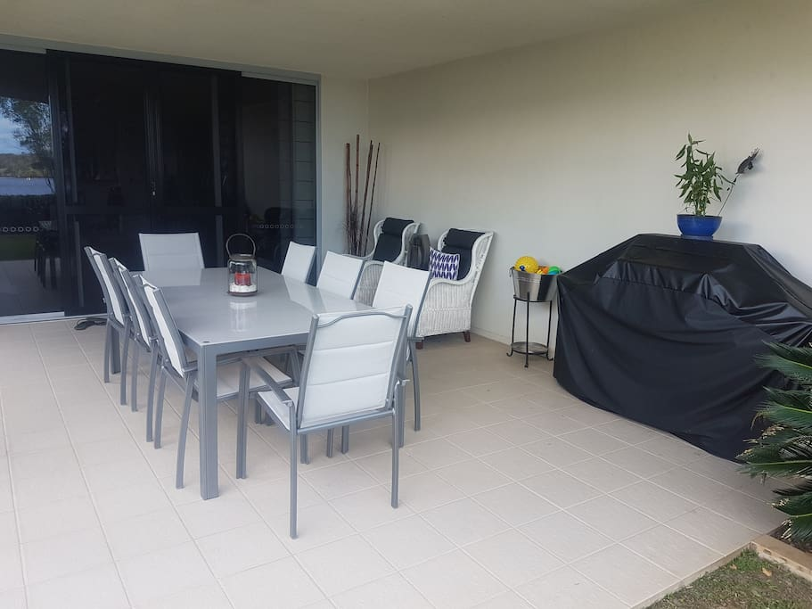 Outside patio and barbeque