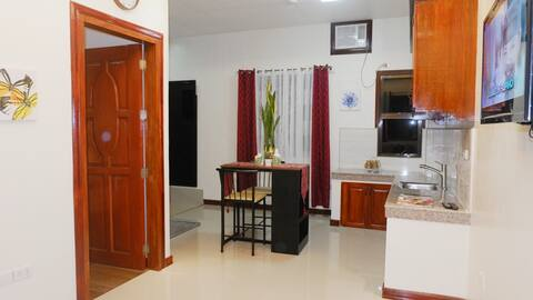 Suite #205 (1 Bedroom & Kitchen) Aloha GSC Suites