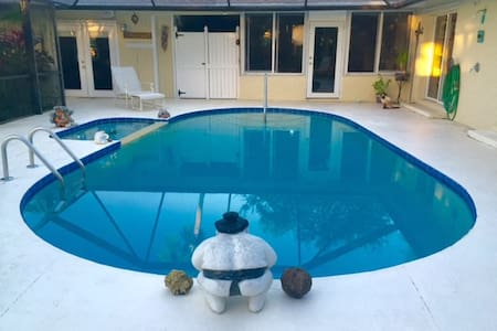 STUDIO APT 732 SQ FT w/Music/Game Room, Pool & Spa - House