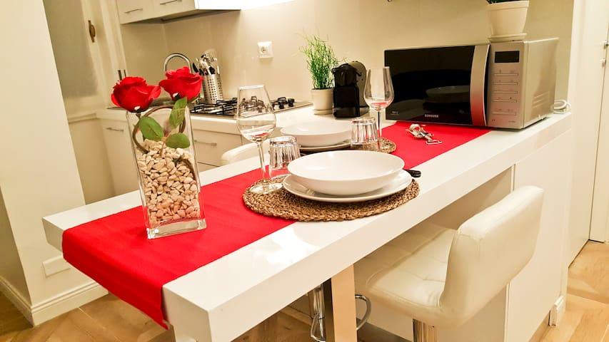 Dettaglio tavolo/Table detail