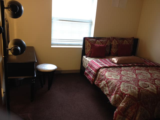 Private Room Downtown Cleveland with Queen Bed - Cleveland - Leilighet