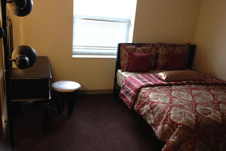 Private Room Downtown Cleveland with Queen Bed - Cleveland - Appartement