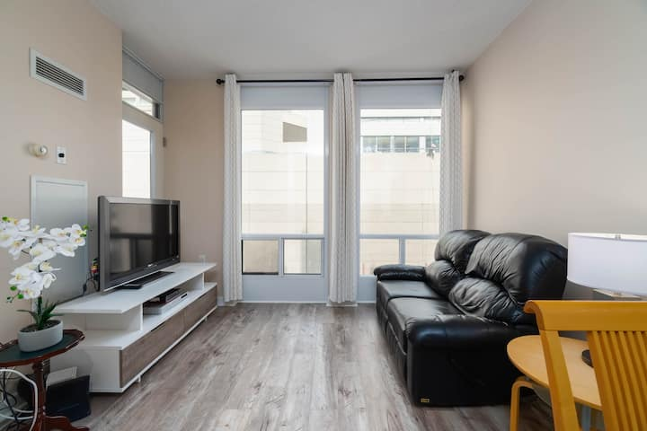Modern Fully Furnished Downtown Suite-Bloor/Yonge