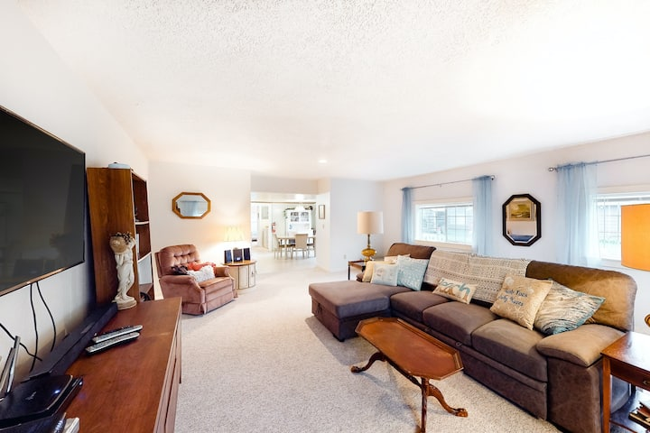 Dog-Friendly Home w/ Private Washer & Dryer, Free WiFi - Close to Seaside Beach!