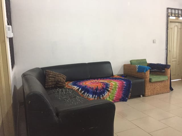 Private room w toilets & bath 10$ - Accra  - Flat