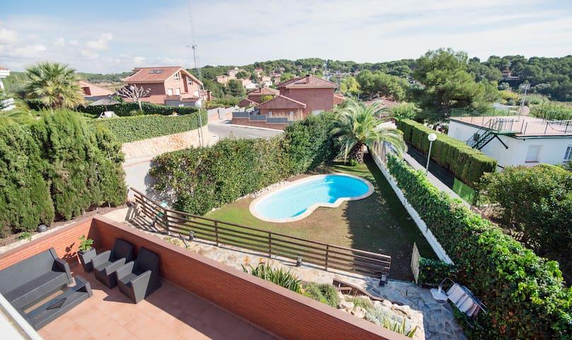 Chalet con piscina privada en boscos tarragona casas en - Camping con piscina climatizada en tarragona ...