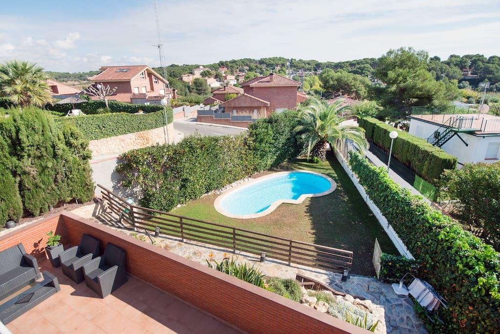 Chalet con piscina privada en boscos tarragona casas en for Camping con piscina climatizada en tarragona