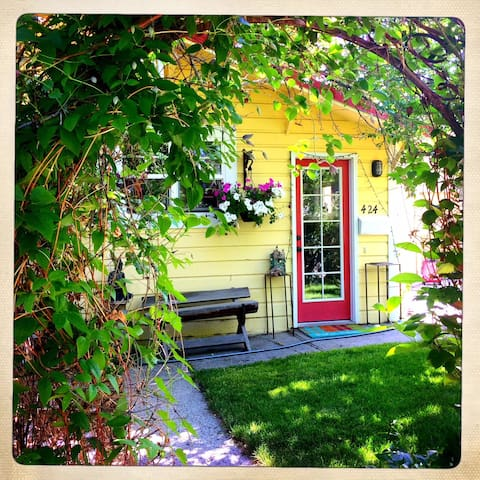 Adorable yellow house for your best Bozeman stay.