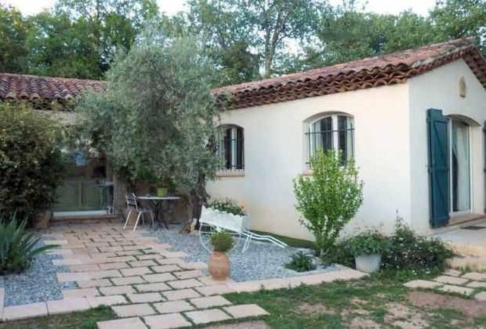 Rez-de-jardin au soleil - La Roquebrussanne - Casa de vacances