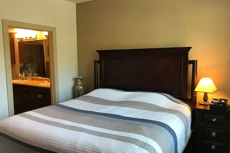 Comfortable Private Bedroom Suite - Mansfield