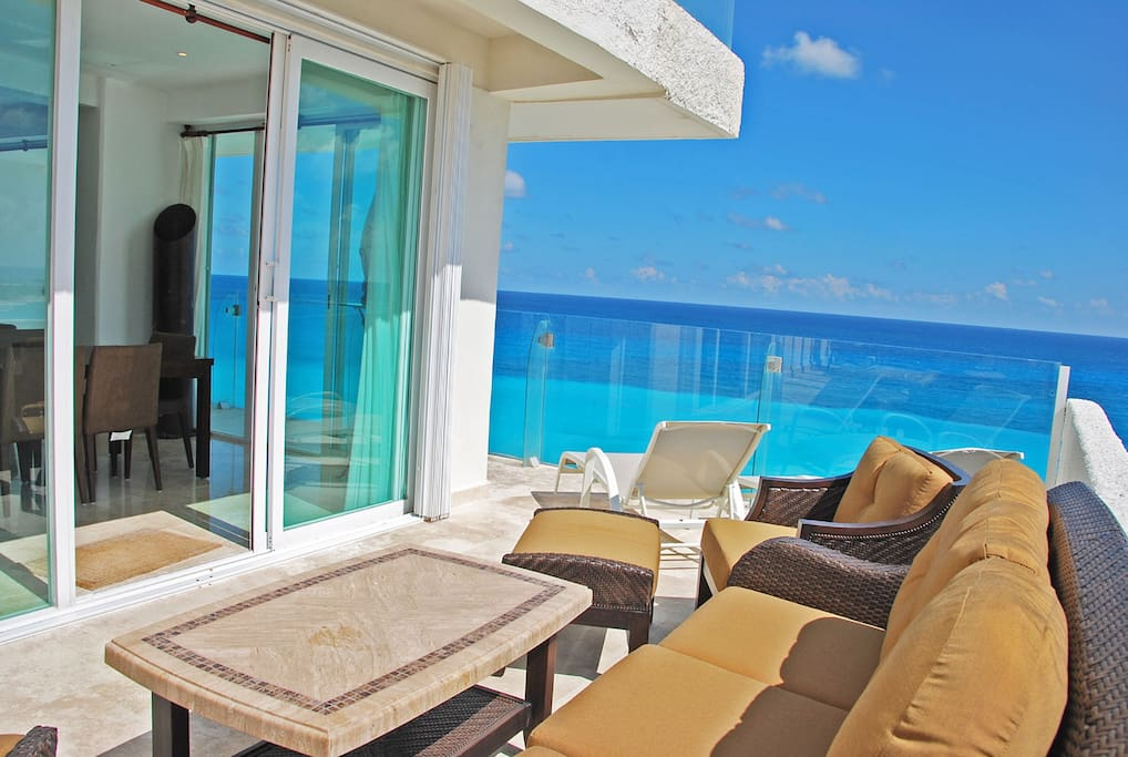 Penthouse #371 Private Terrace faces straight out to the ocean