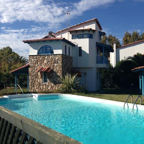 House with private garden and swimming pool - Posidi - Ferienunterkunft
