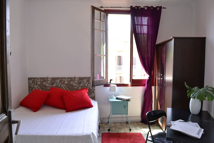 Bright, charming, large double room in Eixample - Barcelona - Wohnung