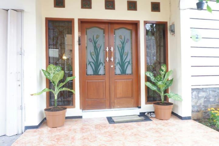5 Bedroom Villa in Batu