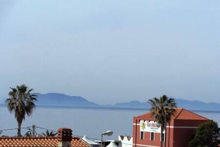 Luminoso appartamento vista Eolie - Milazzo - Villa