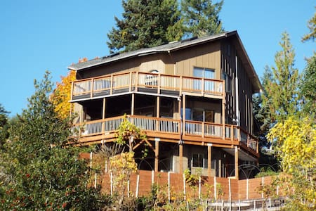 The Deckhouse, Water View Game Room, Hot Tub, Wifi