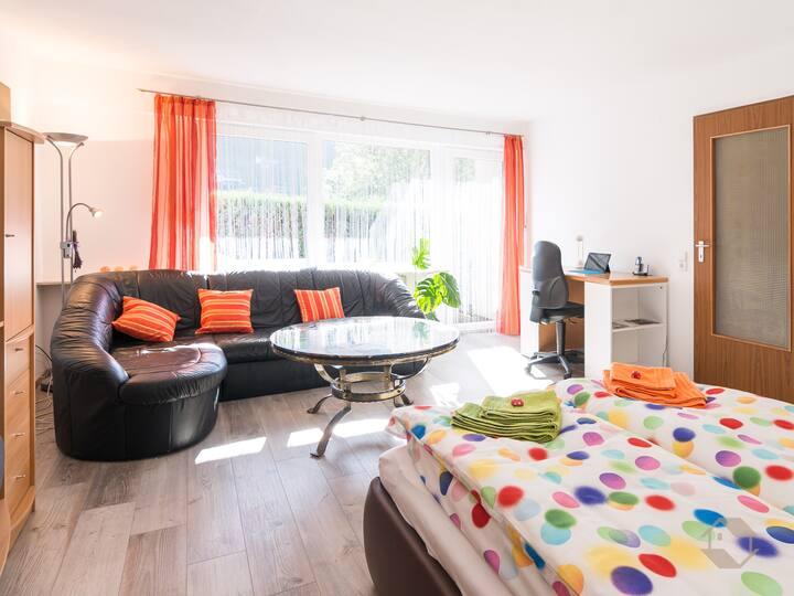 Ferienwohnung mit Schwimmbad am Kurpark, (Bad Wildbad), Ferienwohnung 42,5qm, 1 Schlafzimmer, max. 3 Personen
