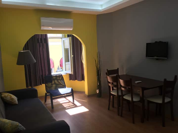 Neat apartment Steps away from Taksim Square