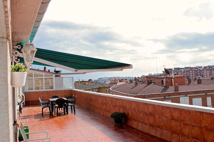Bright penthouse with large terrace. - Gijón - Appartement