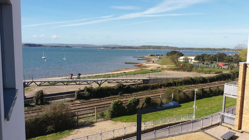 Nu-vu Beach Appt, 2 Bedroom, Gated Parking Wifi. - Poole - Huoneisto