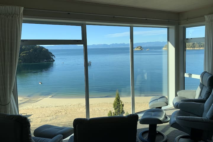 Our guest lounge is ideal to relax and take in the beautiful Kaiteriteri Beach and surrounds. Whether it be catching up on your social media, reading a book or falling asleep this is the ideal spot to do it.