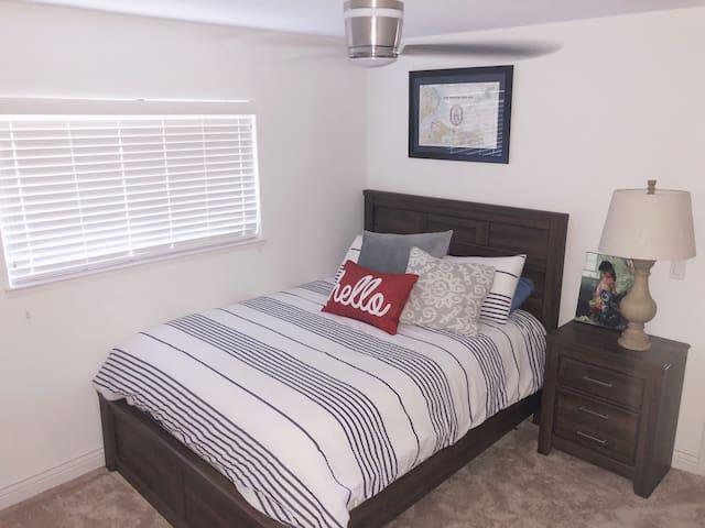 Cozy Bedroom+Bath, Pet Friendly & Walkability