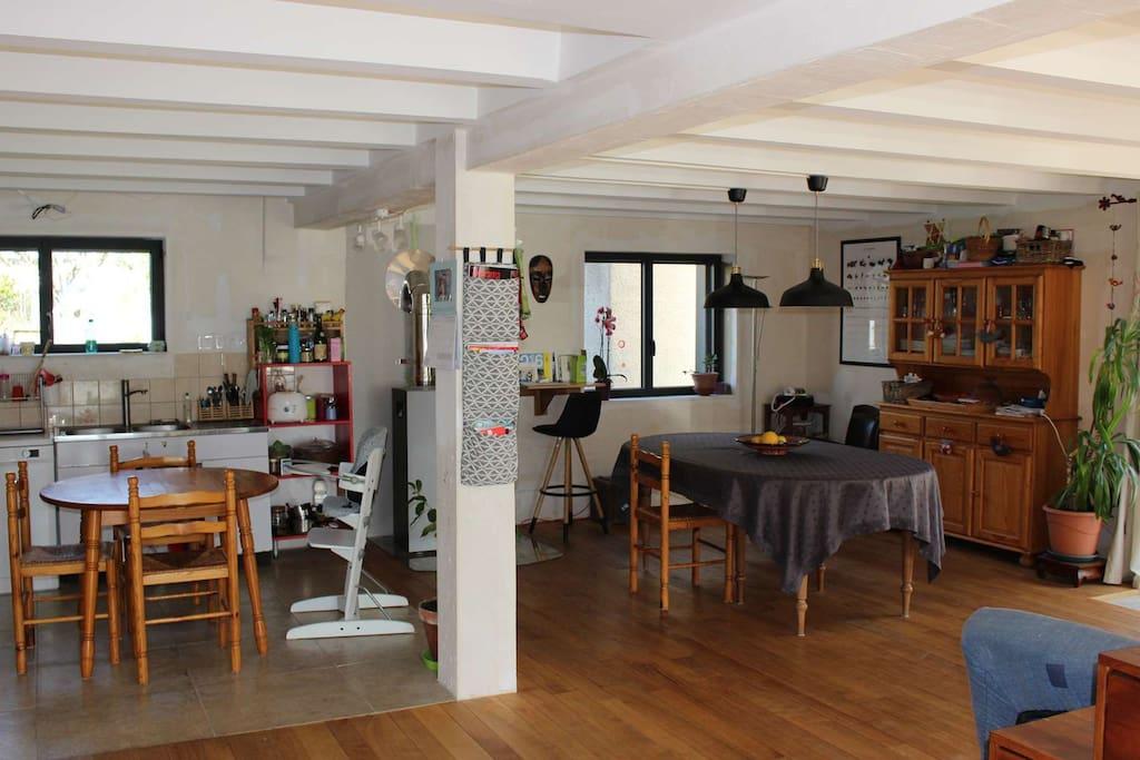 Les espaces cuisine et salle à manger
