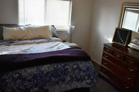 Private bedroom and bathroom in Layton!!