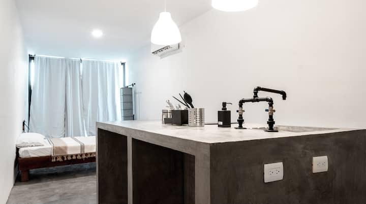 Industrial & Minimalist Loft #5 with Balconcito