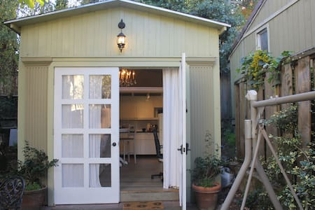 Peaceful Cottage in Exclusive Claremont Court - Berkeley - Cabin
