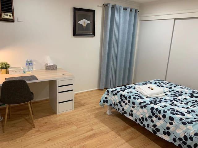 Private & Clean room in Burwood, Near Deakin uni 1